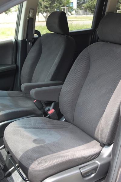 Honda Freed 2015 передние сидения