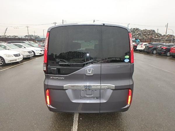 Honda Stepwgn 2017 серый вид сзади