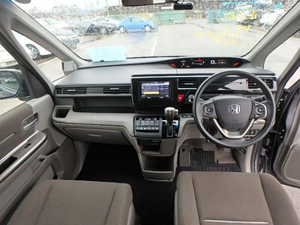 Honda Stepwgn V Рестайлинг салон