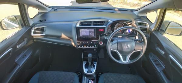 Honda Fit III Рестайлинг салон