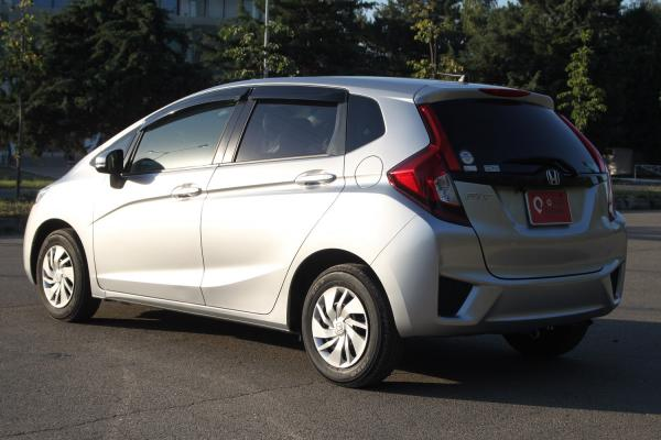Honda Fit III Рестайлинг серый вид сзади