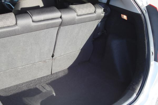 Honda Fit III Рестайлинг багажник