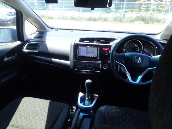 Honda Fit III Рестайлинг интерьер