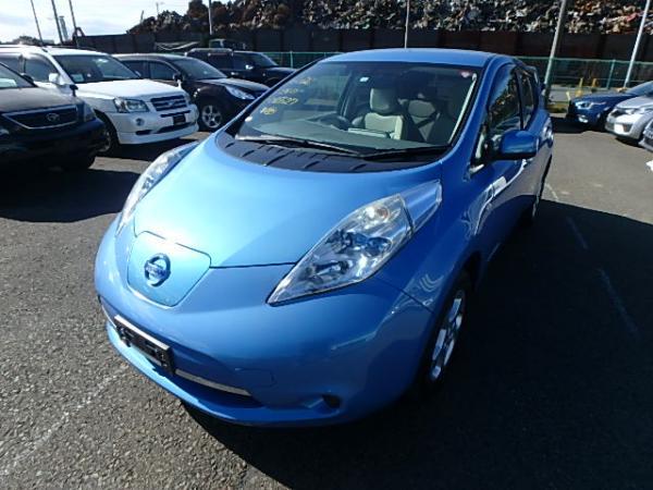 Nissan Leaf синий