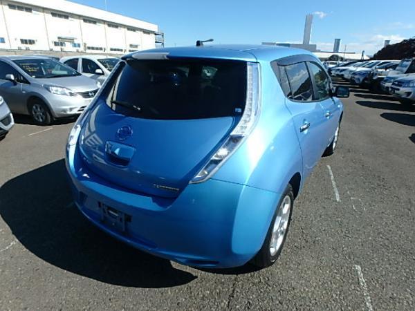 Nissan Leaf синий вид сзади