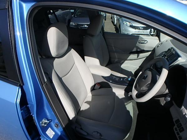 Nissan Leaf 2012 синий салон