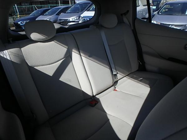 Nissan Leaf 2012 задние сидения