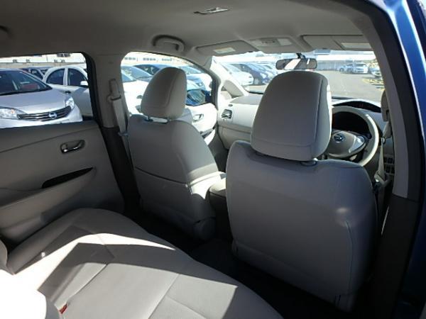Nissan Leaf 2012 салон сзади