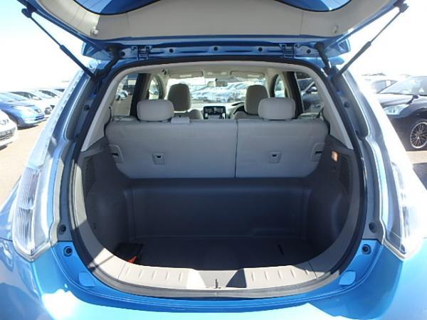 Nissan Leaf 2012 синий багажник