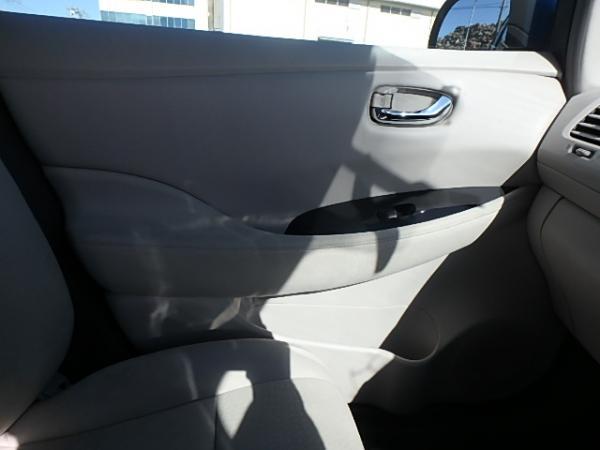 Nissan Leaf 2012 дверь