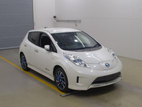 Nissan Leaf I 2016 белый спереди