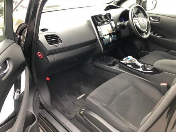 Nissan Leaf I 2016 передние сидения