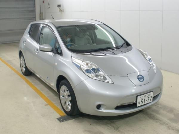 Nissan Leaf I 2016 серебристый спереди