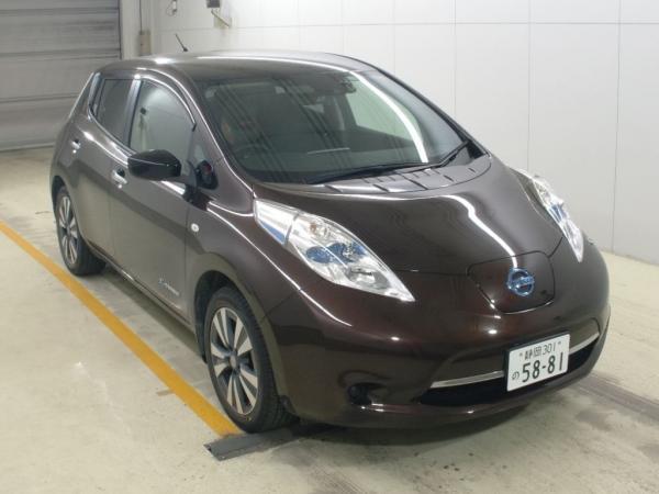 Nissan Leaf I 2016 красный спереди