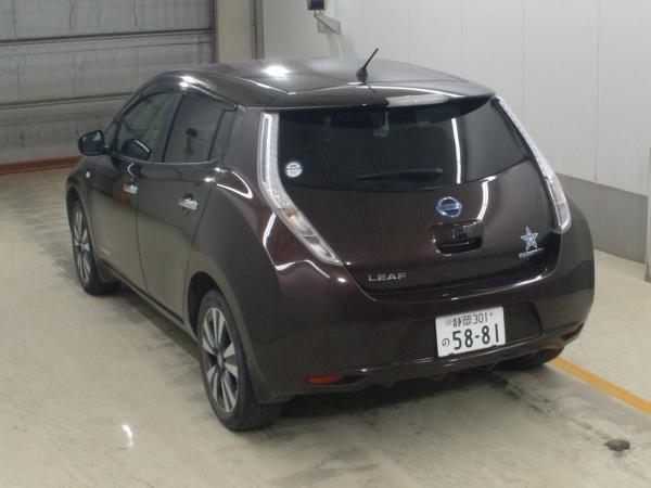 Nissan Leaf I 2016 красный сзади