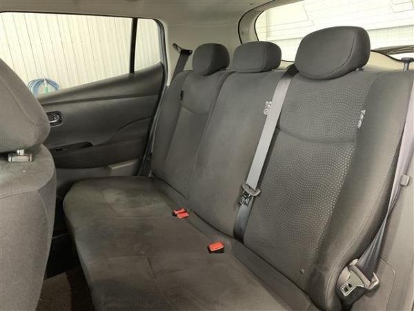 Nissan Leaf I 2016 задние сидения