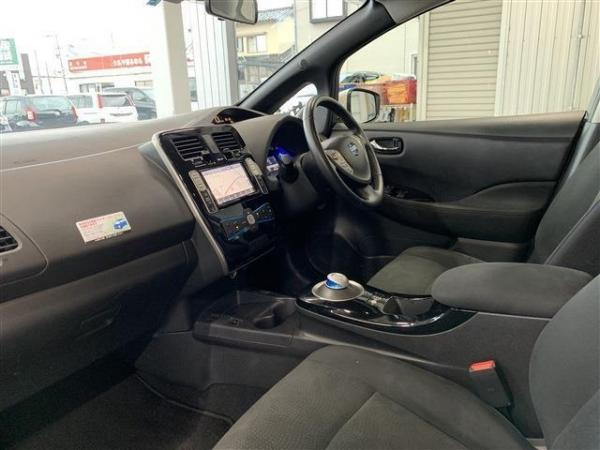 Nissan Leaf I 2016 салон