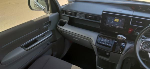 Honda Stepwgn внутри