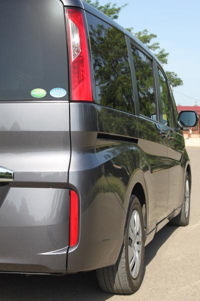 Honda Stepwgn V серый задняя фара