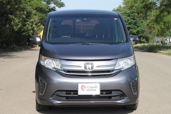 Honda Stepwgn 2018 серый спереди