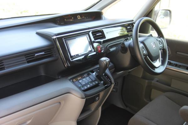 Honda Stepwgn V Рестайлинг интерьер