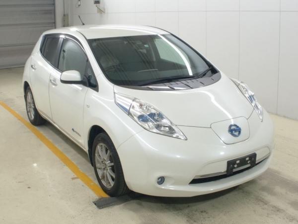 Nissan Leaf I белый