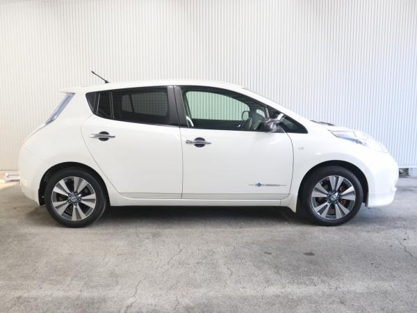 Nissan Leaf I white правая сторона
