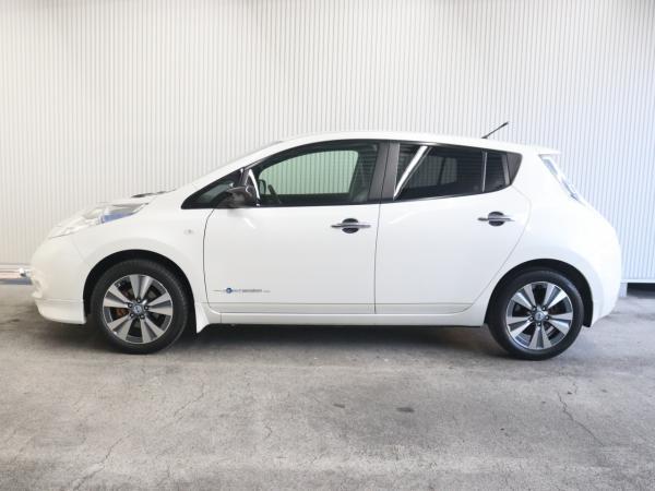 Nissan Leaf I white левая сторона