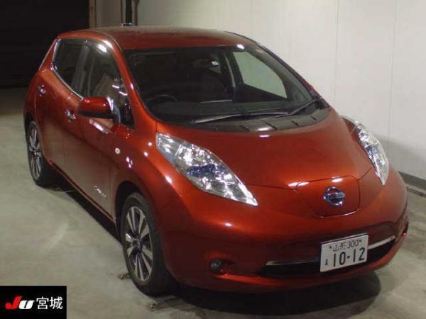 Nissan Leaf I red спереди