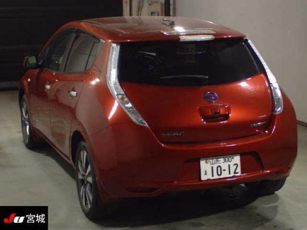 Nissan Leaf I red сзади