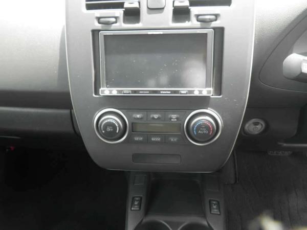 Nissan Leaf I интерьер