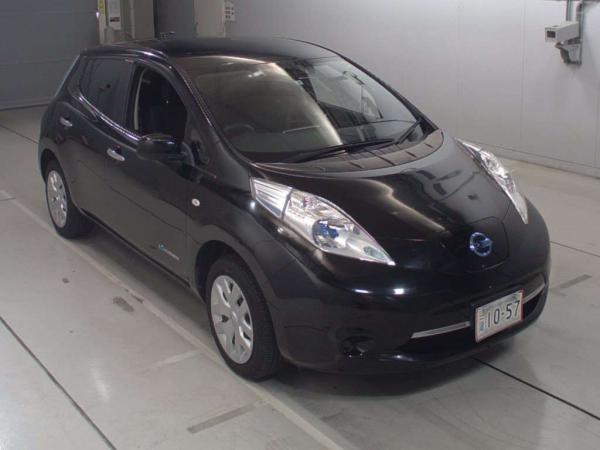Nissan Leaf I чёрный спереди