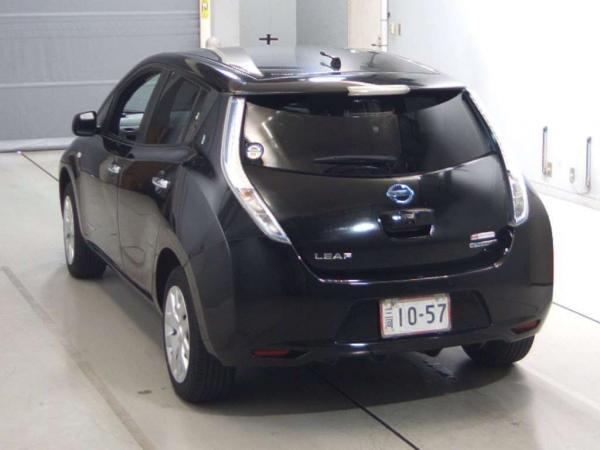 Nissan Leaf I чёрный сзади