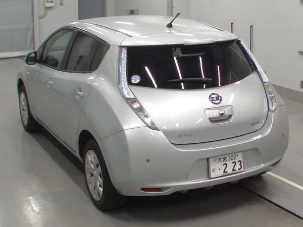 Nissan Leaf I серый сзади