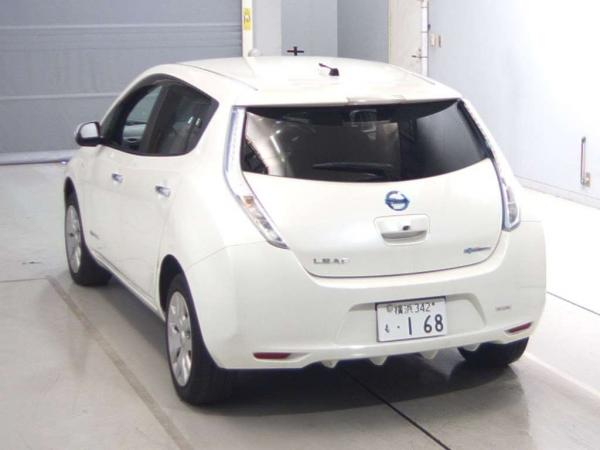 Nissan Leaf I белый сзади
