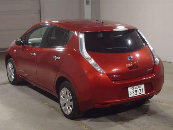 Nissan Leaf I красный сзади
