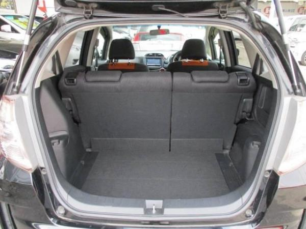 Honda Fit II рестайлинг 2012 багажник