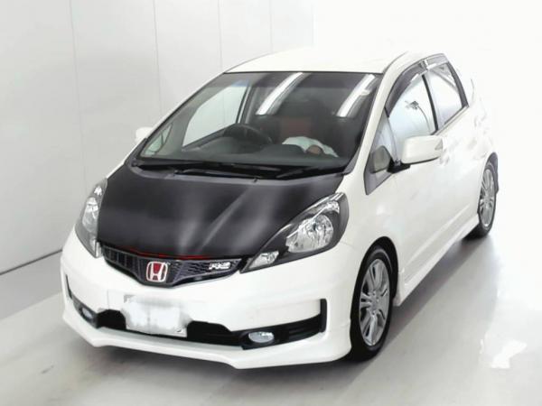 Honda Fit II рестайлинг белый спереди