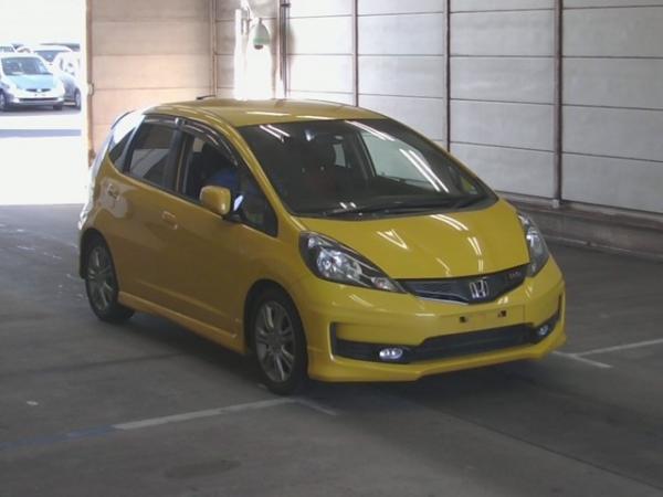 Honda Fit II рестайлинг 2012 жёлтый спереди