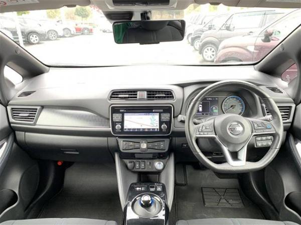 Nissan Leaf II 2017 салон