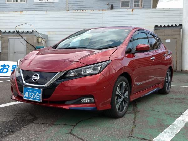 Nissan Leaf II 2017 красный спереди