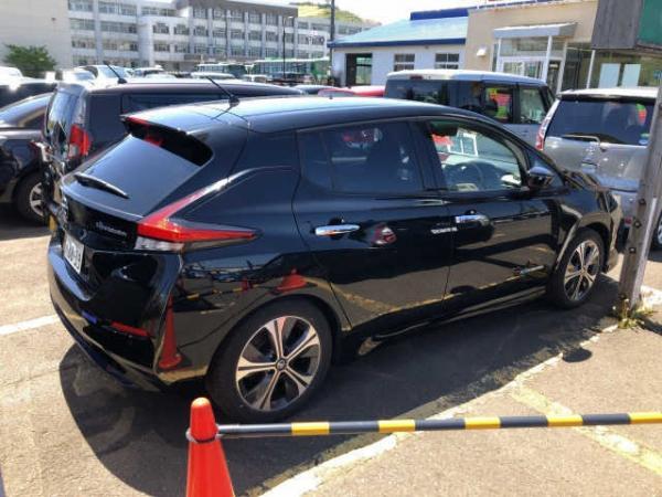 Nissan Leaf II 2017 чёрный сбоку