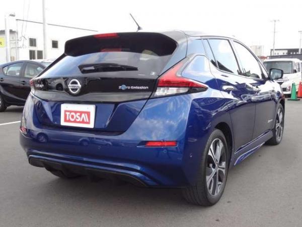 Nissan Leaf II синий зад