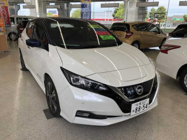 Nissan Leaf II 2017 белый спереди