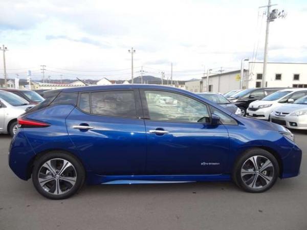Nissan Leaf II синий вид сбоку