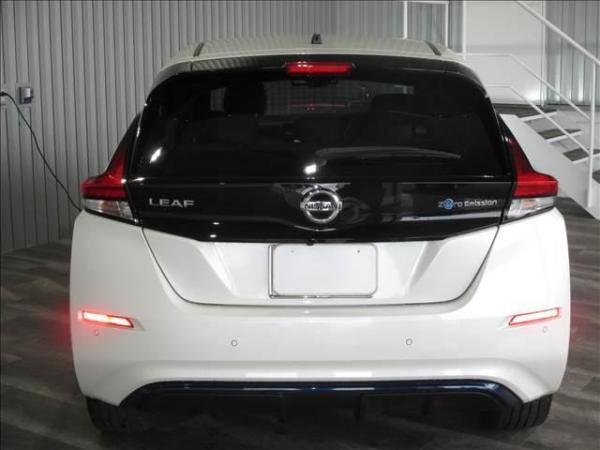 Nissan Leaf II белый вид сзади
