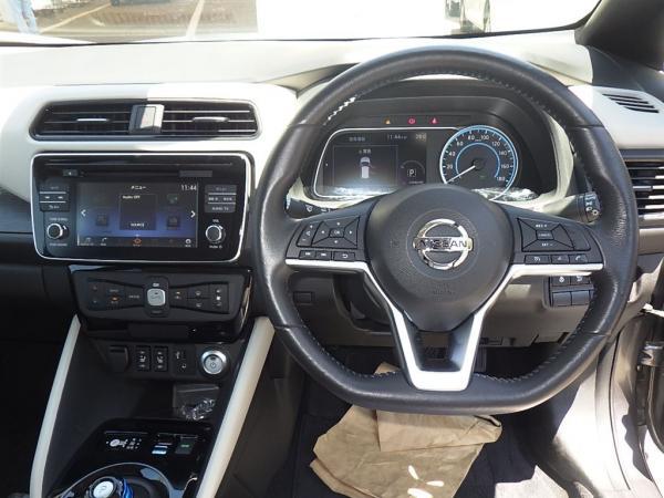 Nissan Leaf II руль
