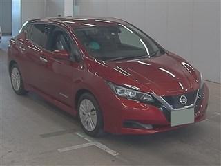 Nissan Leaf II красный
