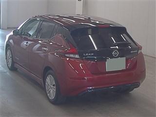Nissan Leaf II red