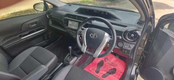 Toyota Aqua I Рестайлинг внутри